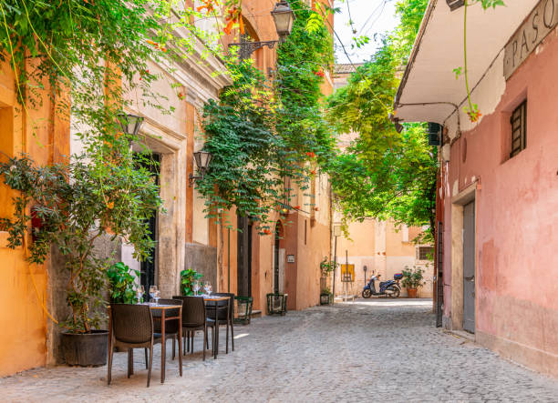 Acogedora calle en Trastevere, Roma, Italia, Europa. - foto de stock
