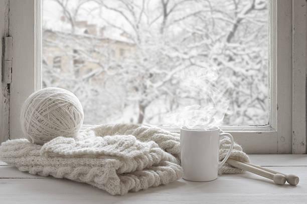 caldo inverno still life - lavorare a maglia foto e immagini stock