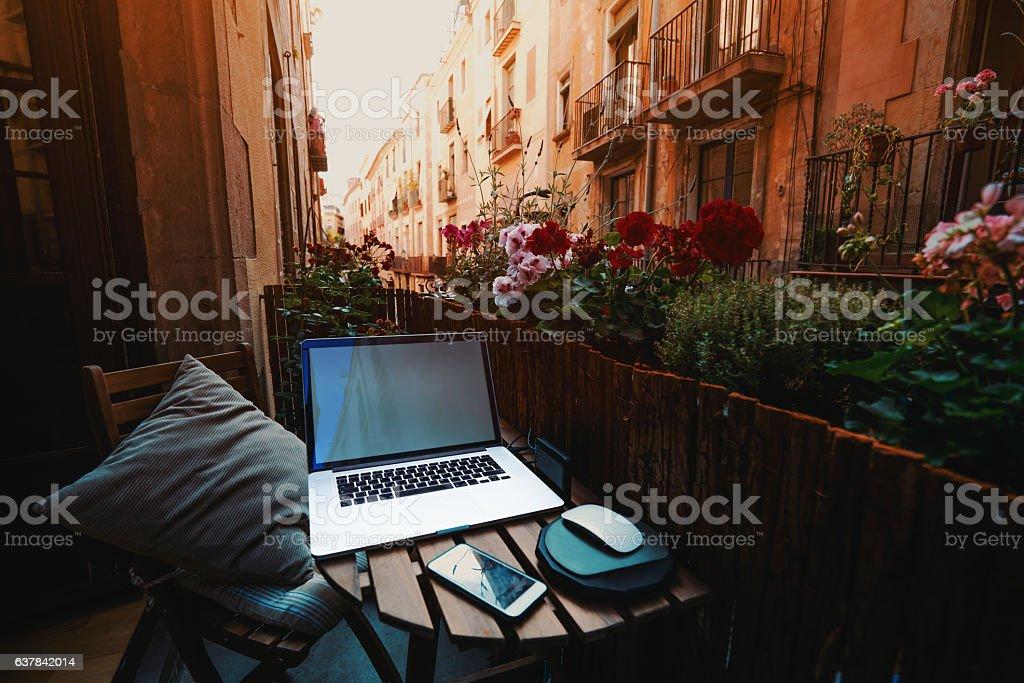 Cozy workspace on balcony in Barcelona – Foto