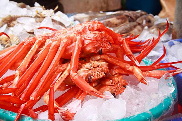 カニ jagalchi 市場で販売 - 釜山 ストックフォトと画像