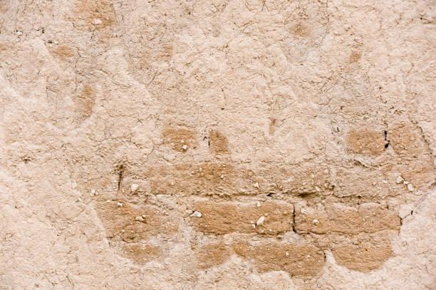 mur d'maria fissuré - adobe photos et images de collection