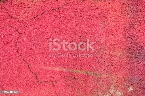 istock Cracked painted concrete wall 635746978