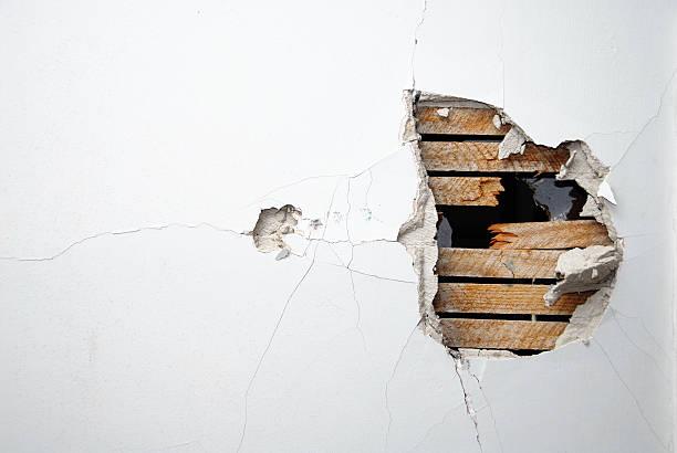 Broken casa - foto de acervo