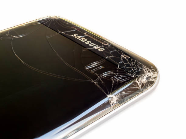 30 Samsung Mobilephone With A Broken Screen Stock Photos Pictures Royalty Free Images Istock