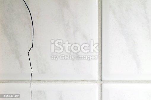 istock Cracked tiles 965437082