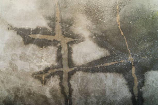 Agrietada superficie húmeda de cemento para fondo de textura - foto de stock