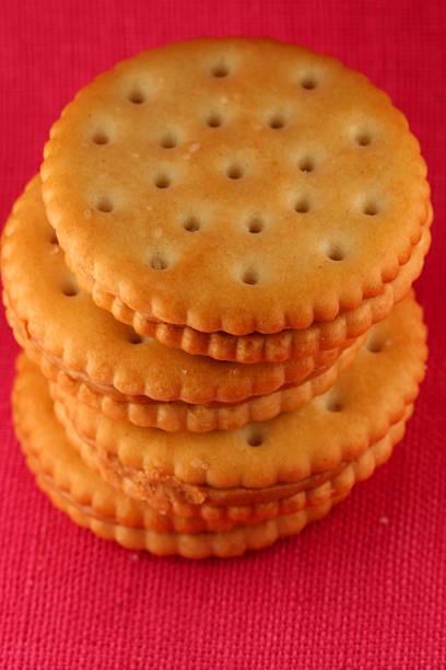 crackers and peanutbutter - peanutbutter bildbanksfoton och bilder
