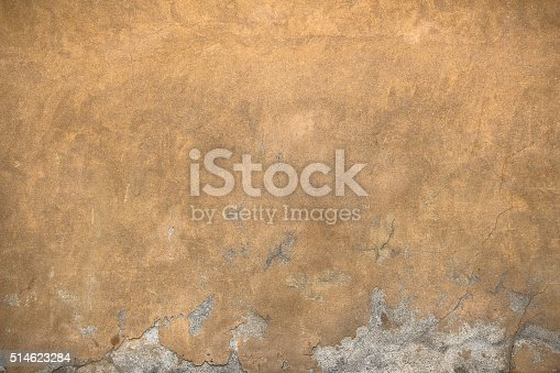 istock Cracks on the wall 514623284