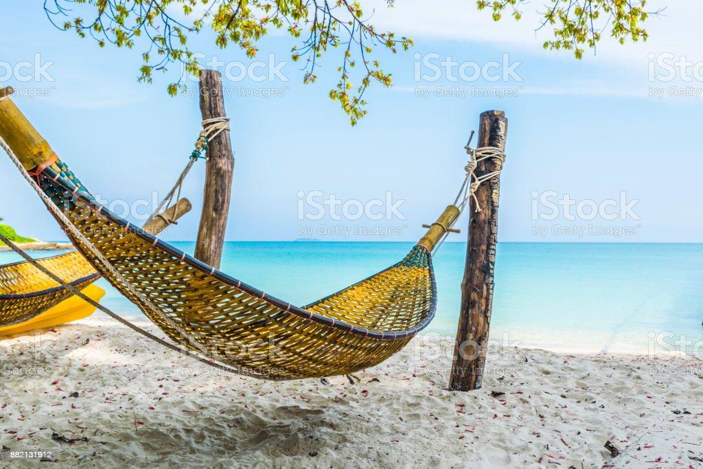 Cuna de bambú en la playa de isla de Samed, Tailandia. - foto de stock