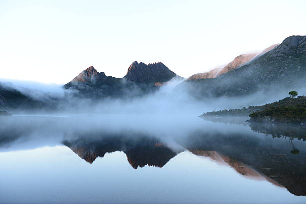 cradle mountain during morning at dove lake - tasmania stock pictures, royalty-free photos & images