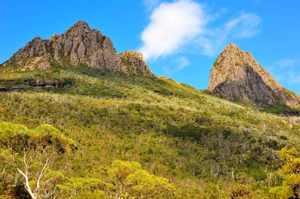 cradle mountain peaks - tasmania - cradle mountain stock photos and pictures