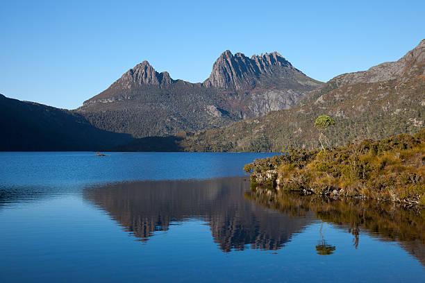 cradle mountain tasmania and dove lake - cradle mountain stock photos and pictures
