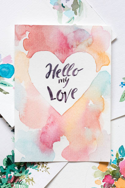 handwerk, kunst, liebe konzept. wunderbare valentine, die professionell vom künstler mit watercoloures und dünnen pinsel gemacht wurde befindet sich unter den verschiedenen stücken - hochzeitskleider online stock-fotos und bilder