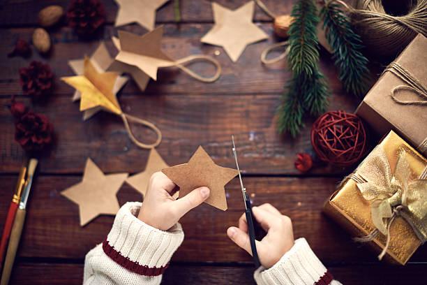 diy crafts - basteln mit kindern weihnachten stock-fotos und bilder
