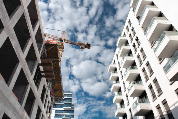 Kran unter den modernen Gebäuden in Berlin – Foto