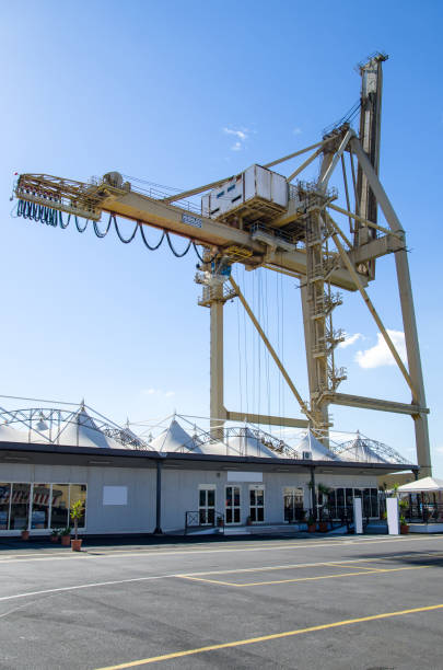 crane at port – zdjęcie