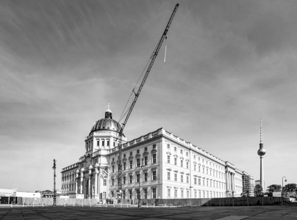Crane construction over the Berlin Palace