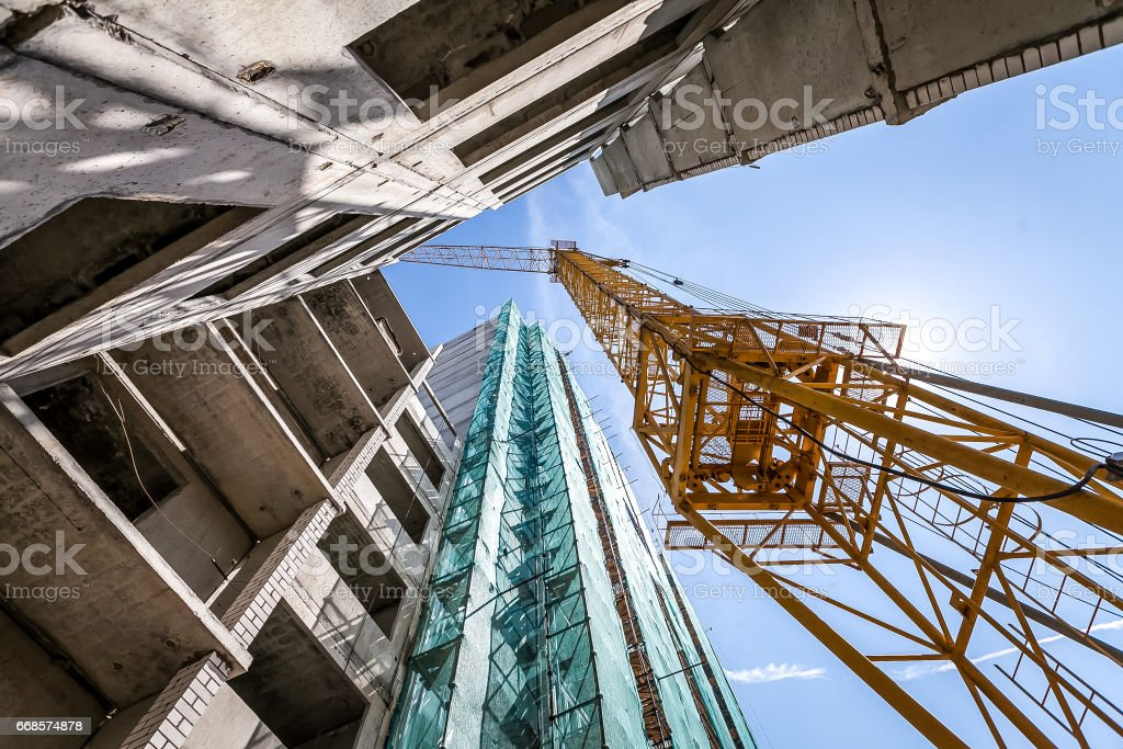 Crane on the construction of the building. – Foto