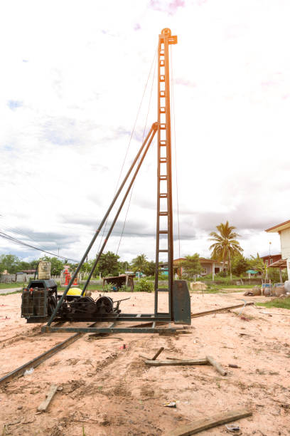 crane pile building - pillar drill stock photos and pictures