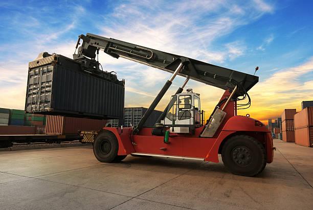 Crane mit Behälter – Foto