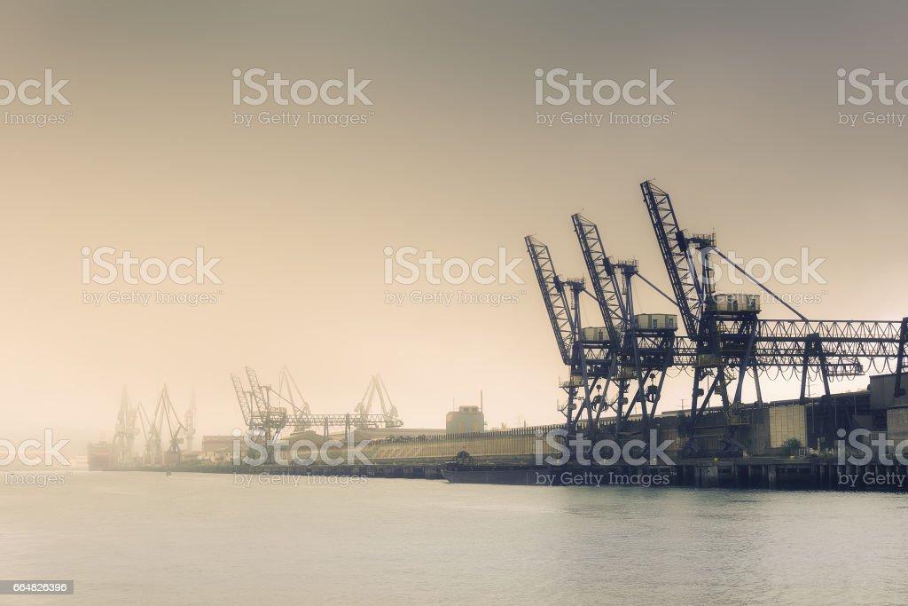 Cranes and industrial heavy machinery - foto de stock