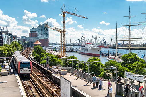 Cranes are working at the construction site between the St. Pauli Piers and Baumwall