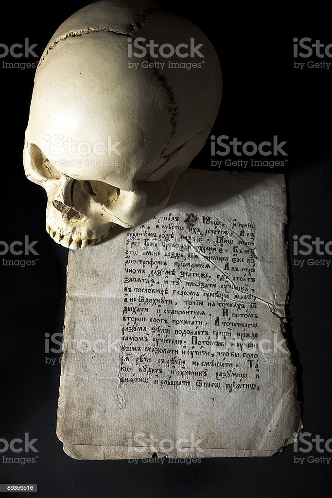 cranium and old manuscript royalty free stockfoto