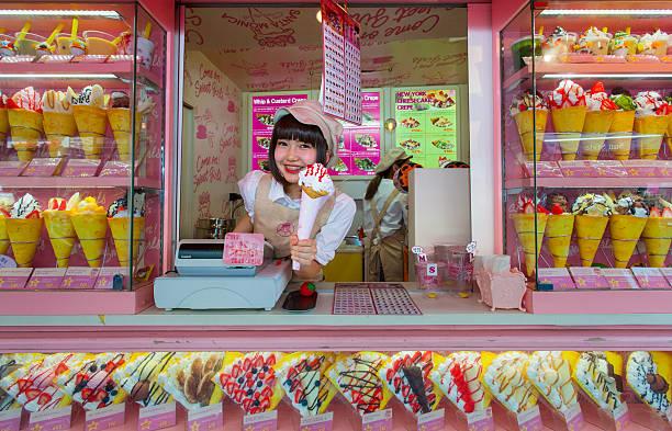 crape und ice cream vendor in harajuku - tokyo cosplay stock-fotos und bilder
