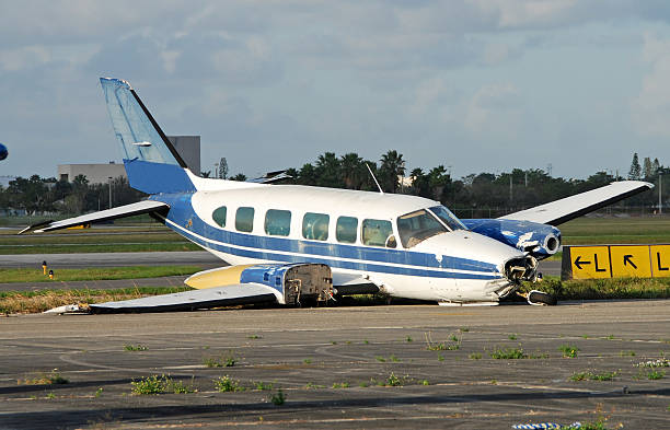 Crash landed propeller airplane  knocked down stock pictures, royalty-free photos & images