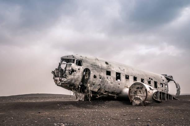 Crashed plane in Iceland Douglas DC-3 Sólheimasandur sólheimasandur stock pictures, royalty-free photos & images