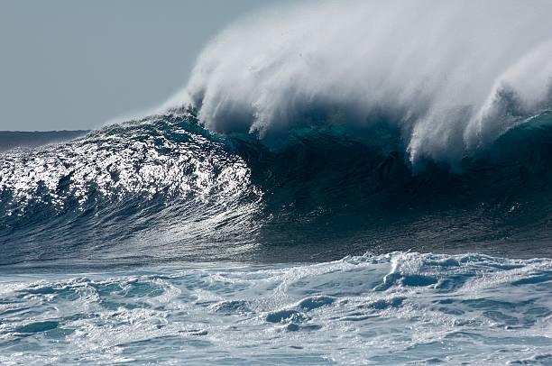 Brechenden mächtige wave – Foto