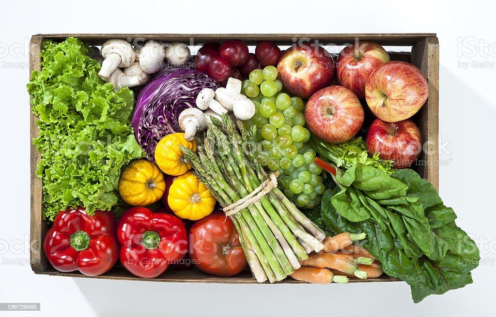 Korb mit Obst und Gemüse – Foto