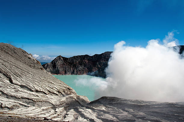 Crater Lake of Ijen (Iljen) volcano in East Java, Indonesia.​​​ foto