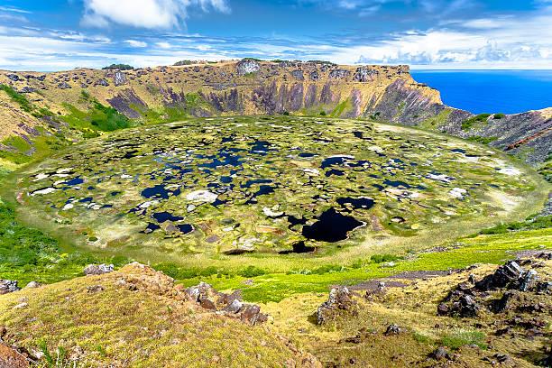 crater vulkan osterinsel - osterinsel stock-fotos und bilder