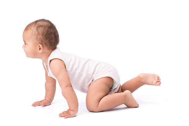 krabbeln baby. - lernfortschrittskontrolle stock-fotos und bilder