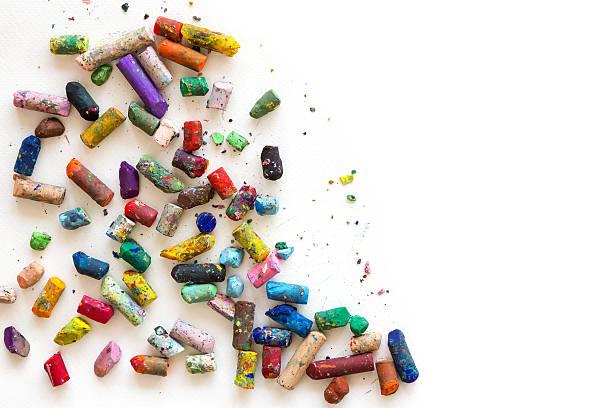 De crayons de couleur sur papier blanc. - Photo