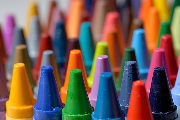 wachsmalstift makro nahaufnahme - zeichnen lernen mit bleistift stock-fotos und bilder