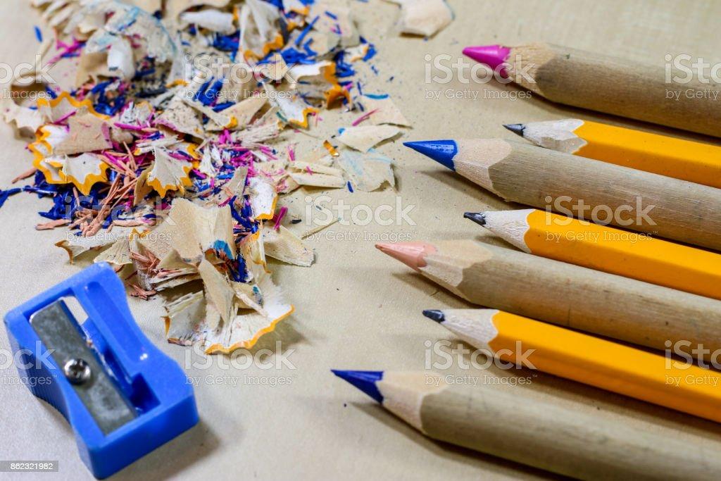 Foto de Giz De Cera E Apontador De Lápis Em Uma Mesa De Escritório