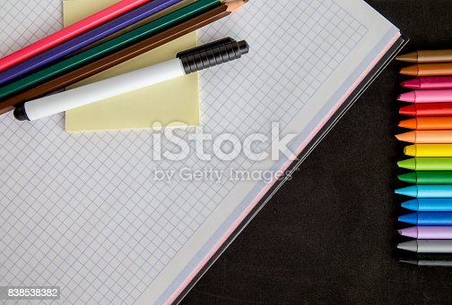 istock Crayons backgrounds 838538382