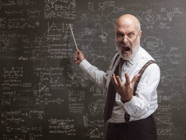叫んで棒で指している狂気の怒っている教授 - 教授 ストックフォトと画像