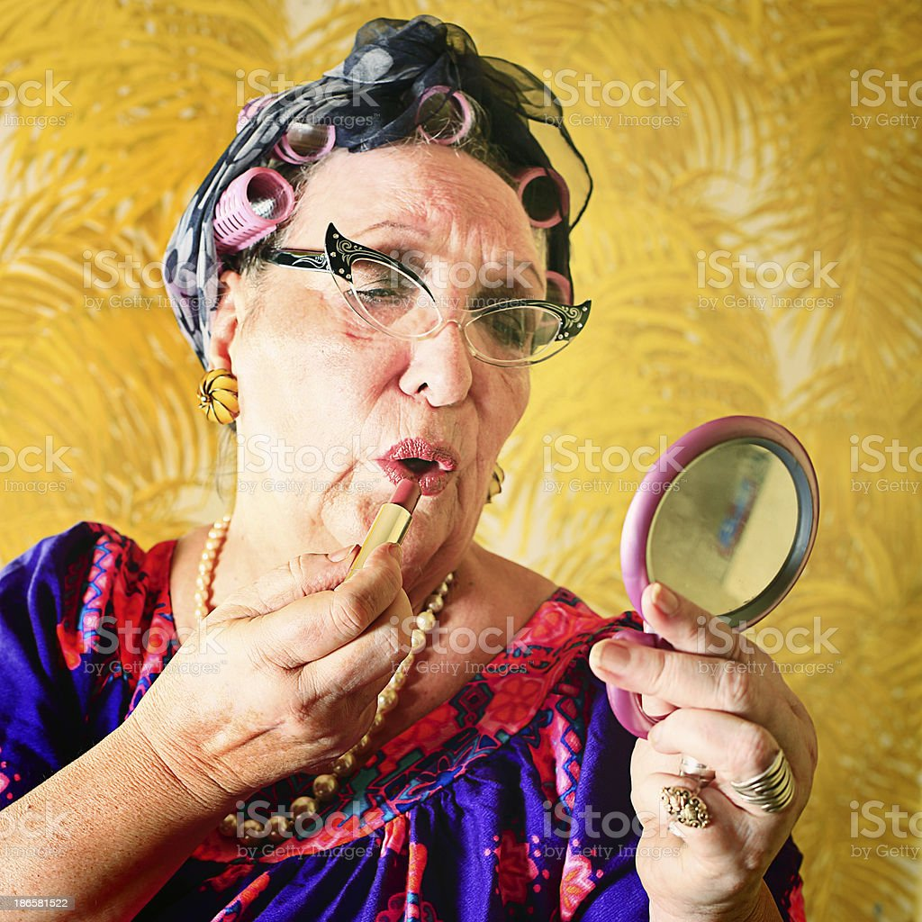 Folle Granny mettre sur son maquillage - Photo