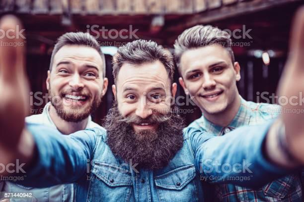 Crazy guys at pub drinking beer and taking selfie picture id871440942?b=1&k=6&m=871440942&s=612x612&h=nvqwlvjsa0yp1qqxotz4ihucywkqptkdjq4yxwft3c0=