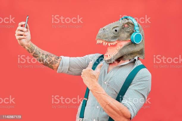 Crazy senior man wearing trex mask and taking selfie with mobile picture id1140567123?b=1&k=6&m=1140567123&s=612x612&h=abgzzlp wjnxzeue7whcjtabxjmdwdxhlp8anz2efik=