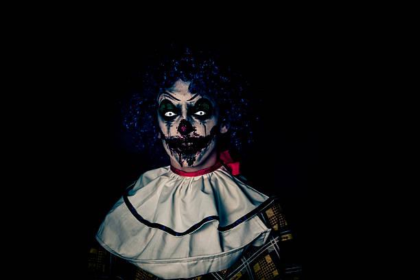 Crazy desagradable grunge Halloween horror payaso en que la gente teme - foto de stock