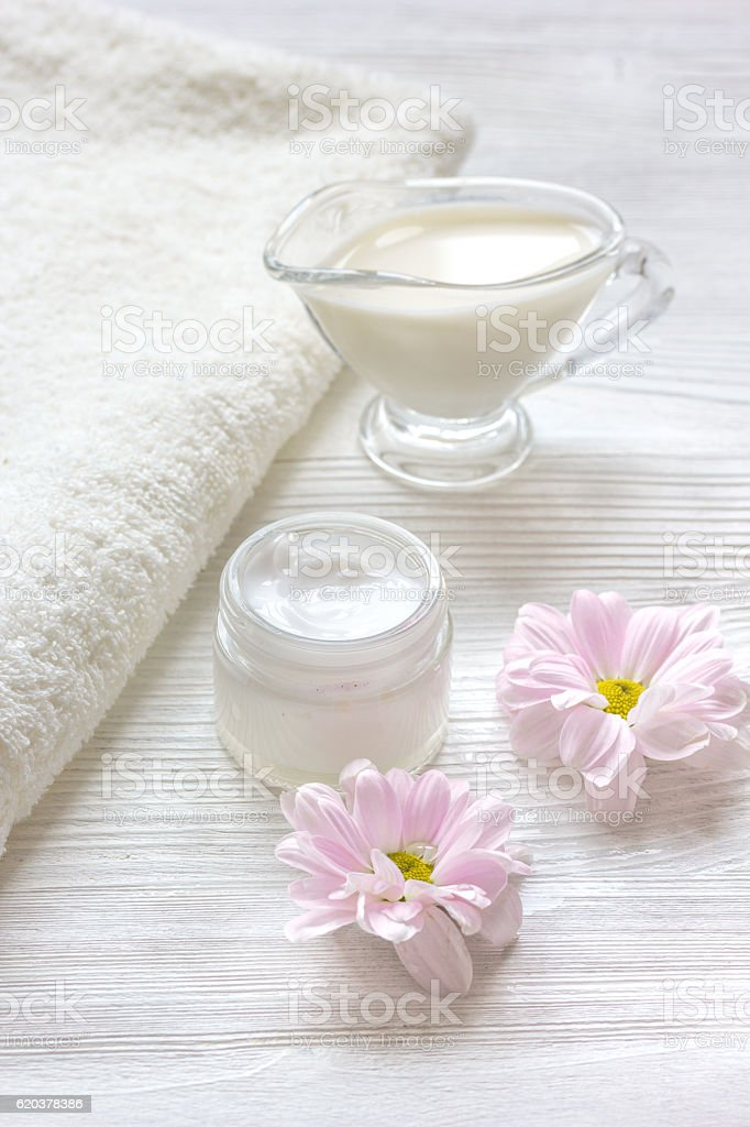 cream and spa on wooden background with flowers zbiór zdjęć royalty-free