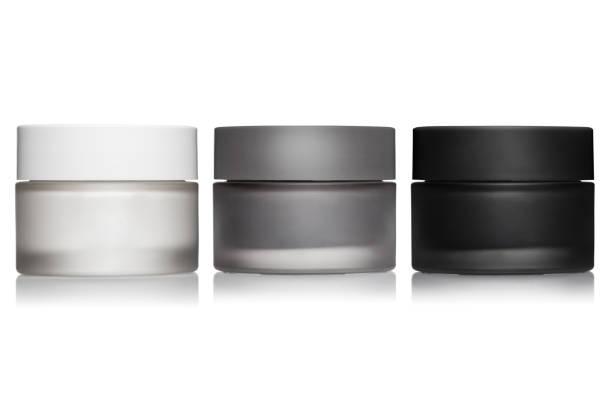 crème potten op wit - creme huid stockfoto's en -beelden