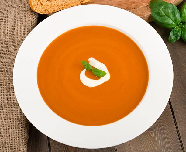 creme von tomaten - kalte tomatensuppe stock-fotos und bilder
