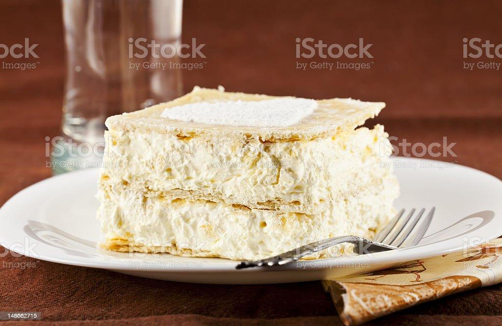 cream pie und ein Glas Wasser – Foto