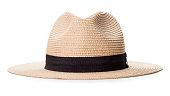 クリッピングパスで白い背景に隔離された黒い布によるストラップ付きクリーム広縁の帽子。