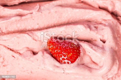 istock Creamy strawberry ice cream parlor in the window of icecreamshop 509681162